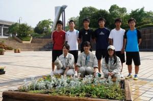 陸上競技場前の花壇