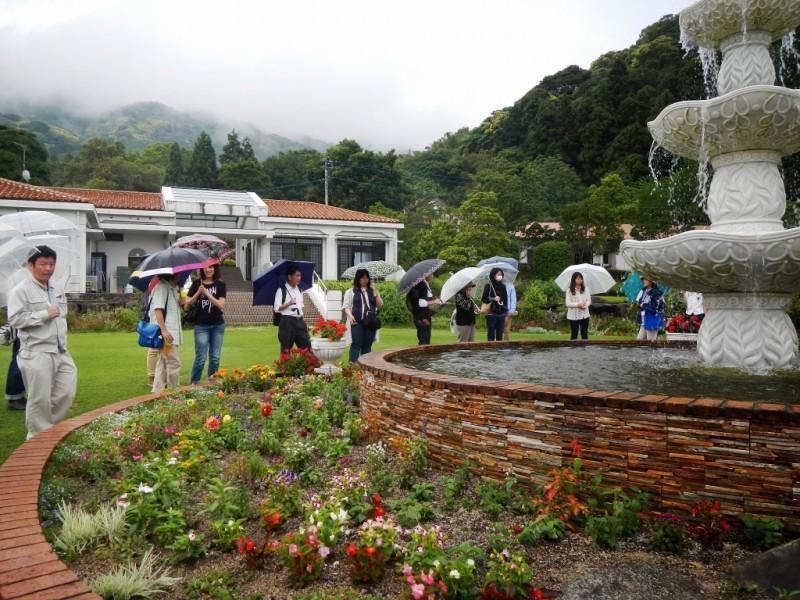 噴水「オリーブの泉」見学