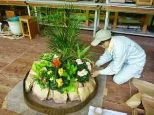 園芸装飾3級の課題に取り組む様子