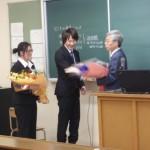西田教授最終講義「最後は教え子たちから花束贈呈」